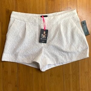 NWT I heart Ronson lace shorts white 6